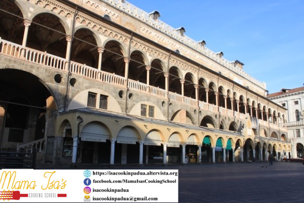 Padua Piazza delle Erbe and Palazzo della Ragione Food Market Tour with Mama Isa